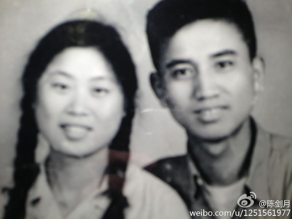长得帅气又专情,与圈内老婆恩爱31年,今双胞胎外孙遗传了好基因