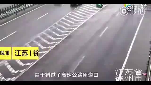 开高尔夫的女司机最后竟然能说得出是为安全着想 2018北京车展  ?