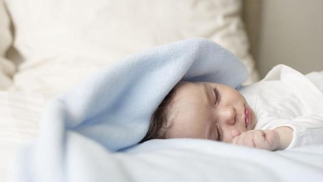 宝宝睡觉时老是发出声音?不是因为生病,而是因为这些原因