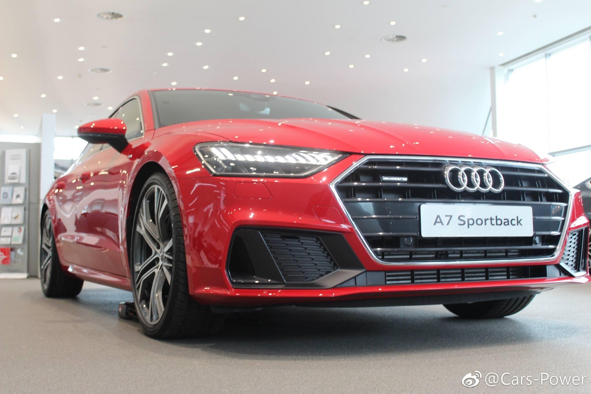 红色的新奥迪A7太美了