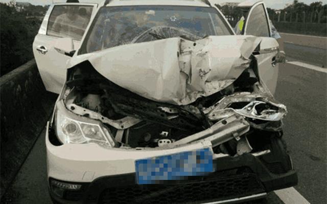 车头被撞烂,宝骏730气囊一个没爆?4S的回答让车主当场气炸