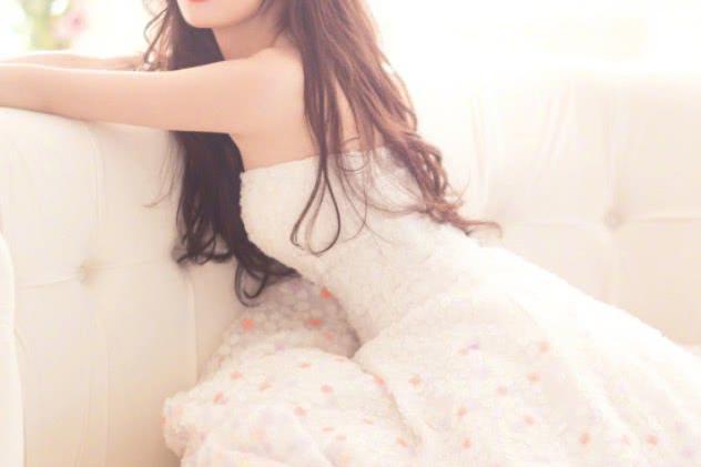 """她被称为电竞""""田馥甄"""",因唱告白气球热度高涨,气质碾压冯提莫图片"""