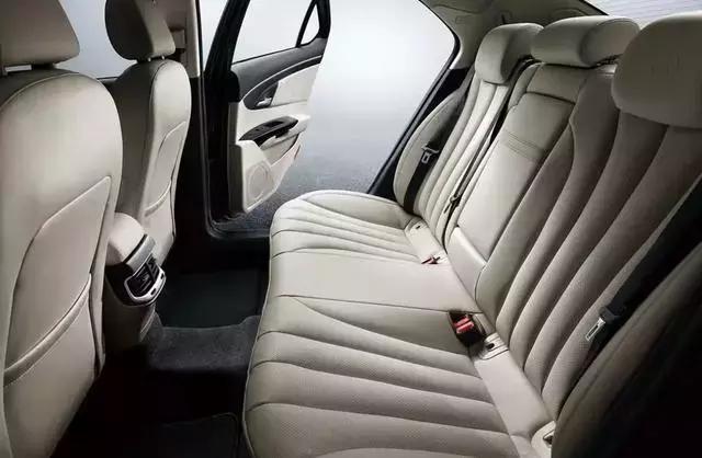 最凄惨的国产车,和奔驰E级同平台打造,3年卖了215辆!