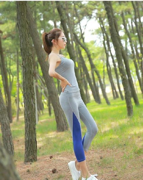 美女里的清晨,衣服跑步跟着一起锻炼身体吧美女山林扒当街图片