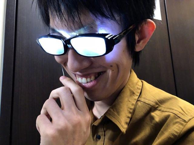 日本网友做了个LED眼镜,是柯南的感觉!