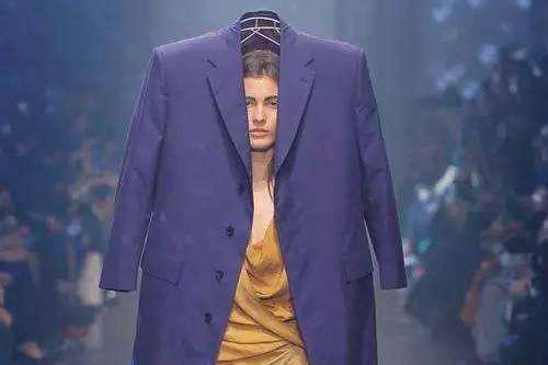 囧哥:他扮设计师混巴黎时装周