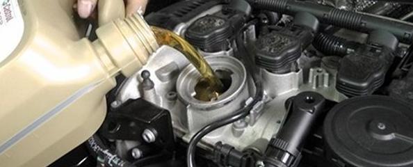 车子到多少公里就要换机油?这些骗了中国人十几年的谎言!