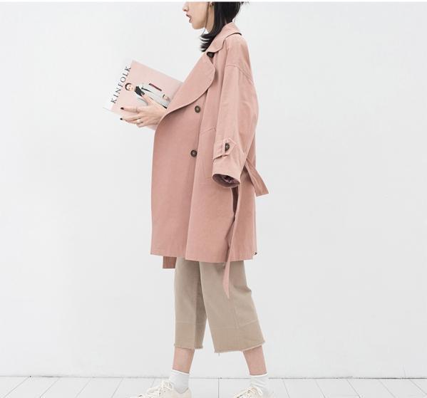 粉红色大衣如何搭配_搭配 大衣 风衣 外套 599_559