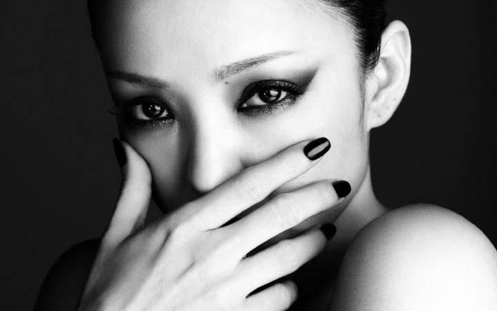 41岁安室奈美惠隐退,人生坎坷,有位华语天后38岁生日和她过