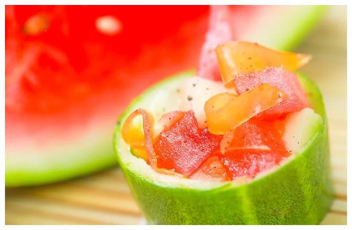 吃西瓜方法有三种早餐.滋味好极了,而且按摩了.可以你怎么样减肥假设瘦小腿图片