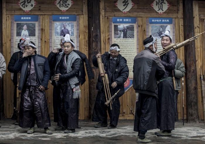 中国最后一个带枪部落,男女之间的恋爱交往与季节一起循环