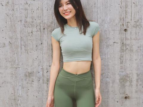 紧身裤美女运动型穿搭较为常见