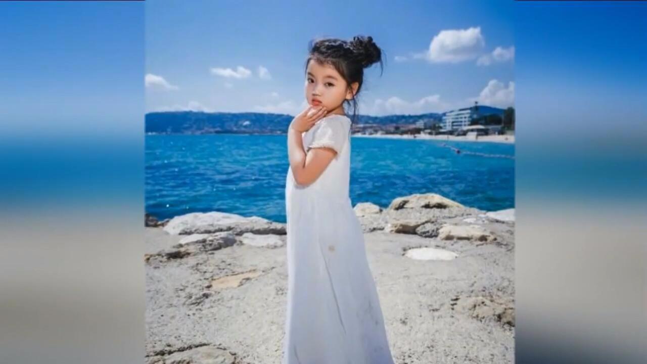 阿拉蕾现身戛纳电影节,穿白裙似小电影可爱列表黑社会公主灵动图片