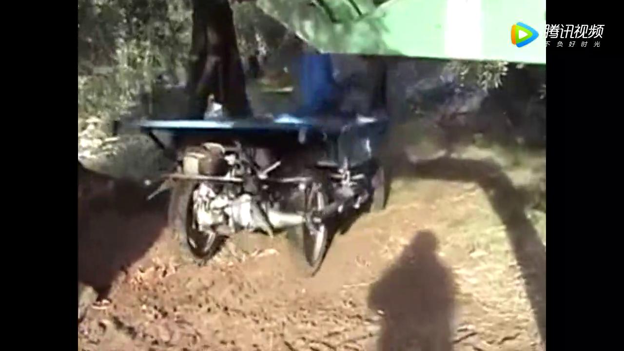 发动机<em>后置后驱</em>的农用车,开起来有点拉风