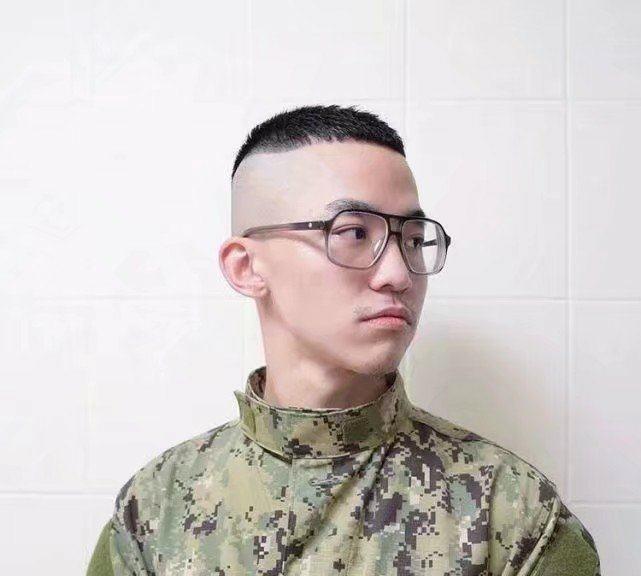 发型除了染发烫发还有哪些男生v发型?剪剃短发鬓角图片