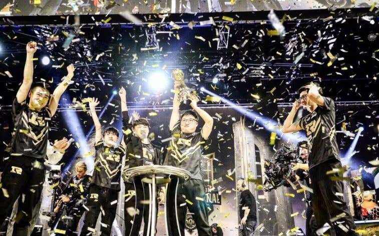 英雄联盟LPL举办S10全球总决赛,网友:在家等一场金色的雨