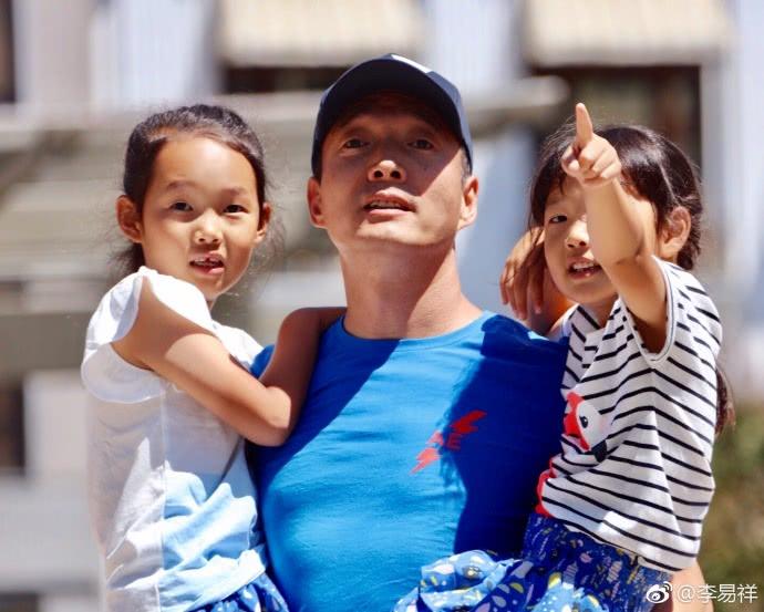 搭档王宝强走红,和韩国老婆恩爱多年,两个女儿让他幸福感爆棚