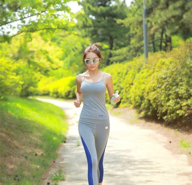 美女里的清晨,美女跑步跟着一起锻炼身体吧特色服务山林v美女图片