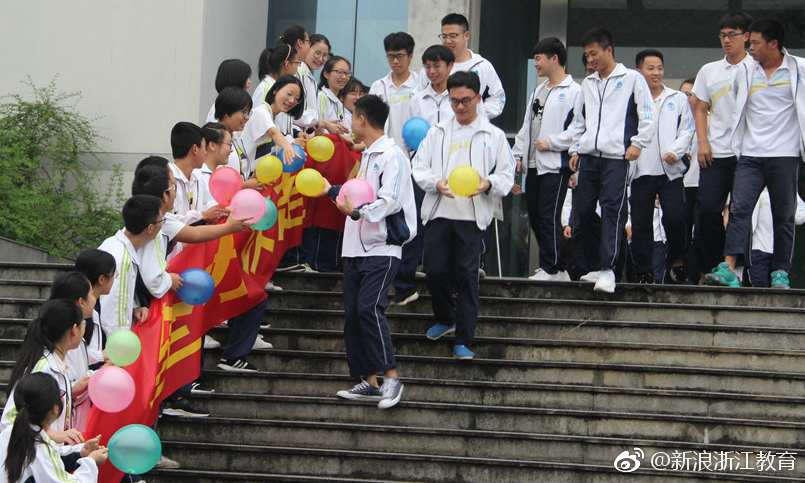 衢州高级中学:高中我见过最长最长最长的v高中这是奶h图片