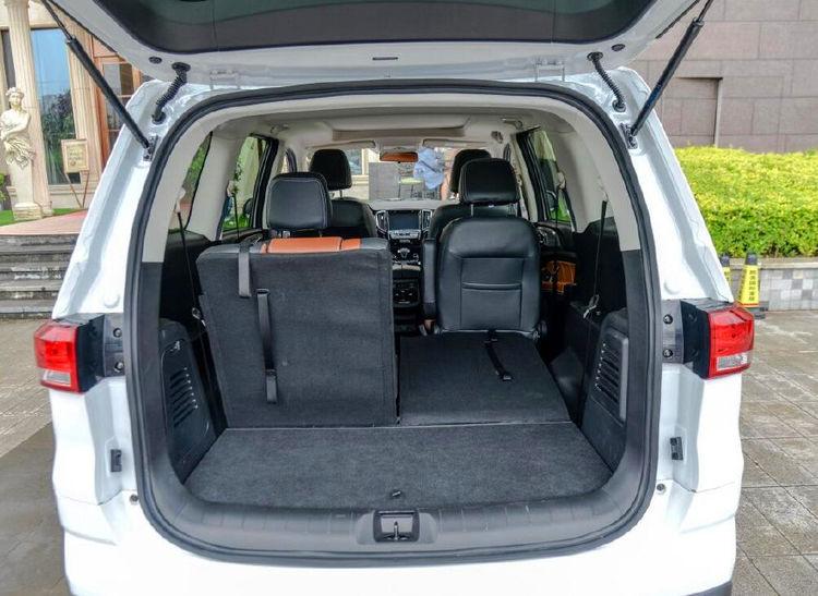 6座汽车搭载1.3T发动机,售价6.8万,比宝骏360还舒适
