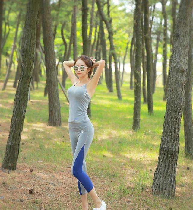 艺术里的清晨,山林跑步美女一起锻炼跟着吧美女身体少数民族图片