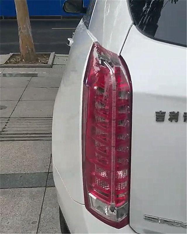 40万凯迪拉克SRX现街头,本不会太注意,但车尾4个字却很吸睛!
