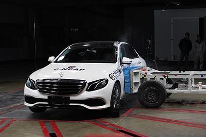 安全:奔驰E300L碰撞解析,<em>乘员</em><em>保护</em>良好!