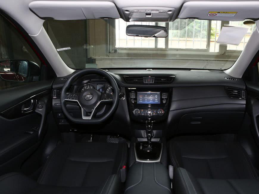 语音控制系统可以支持导航,娱乐,天气,通讯等场景,其中车内自带的wi