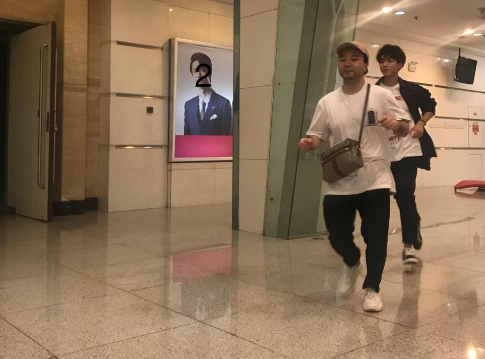 王俊凯中途休息突然跳下台,一路狂奔去厕所?粉丝:被帅哭了