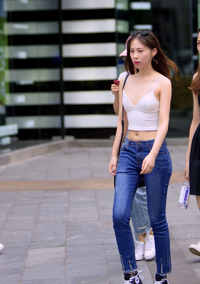 重庆街拍身材:重庆街头让人过目难忘的大长腿好美女美女美女完胸傲图片