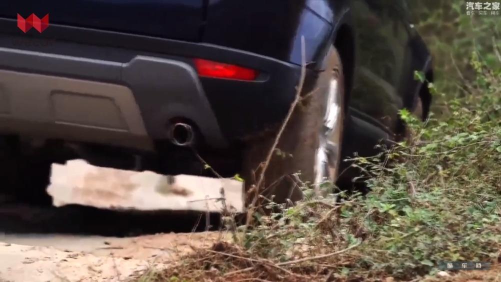 揽胜极光是路虎旗下的一款中型SUV