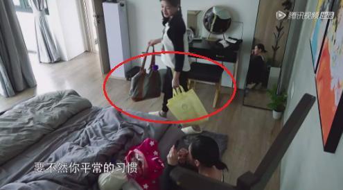 小S上综艺行李包好简陋,蓝色布包用了12年,连姐夫都看不下去了