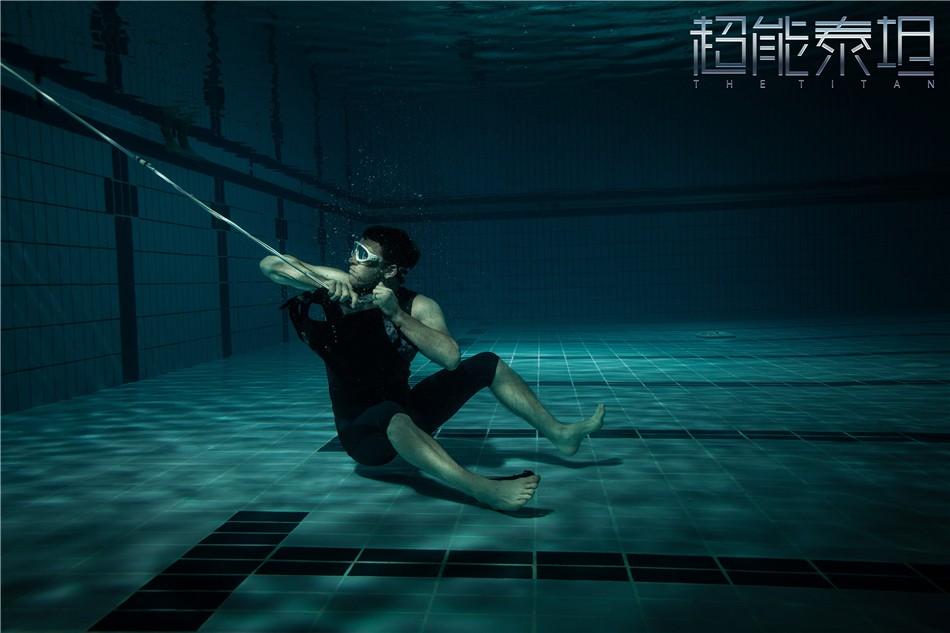 《超能泰坦》定档10.12曝新款海报引发悬念 幕后黄金班底包揽全球