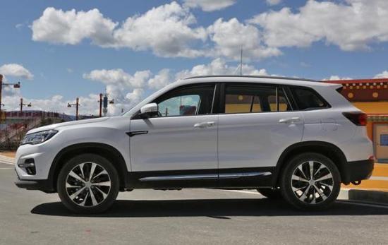 长安这次全新的SUV简直是脱胎换骨, 飞机机舱的设计只卖7万