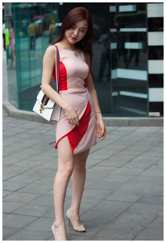 时尚街拍:紧身包臀裙,丰满女人的杀手锏!
