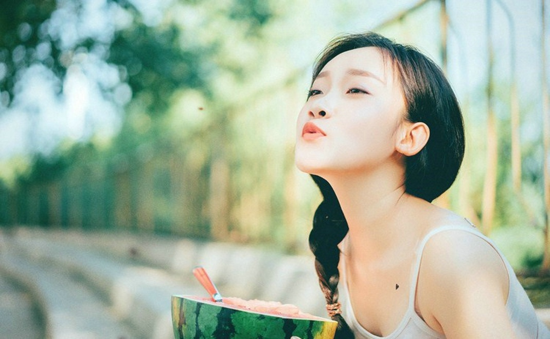 a阳光阳光唯美美女室外清纯美女俏皮写真集超短裙穿夏日播主图片