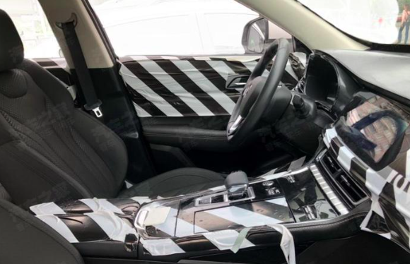 2.0T+8AT长安最美中型轿跑SUV CS85广州车展亮相