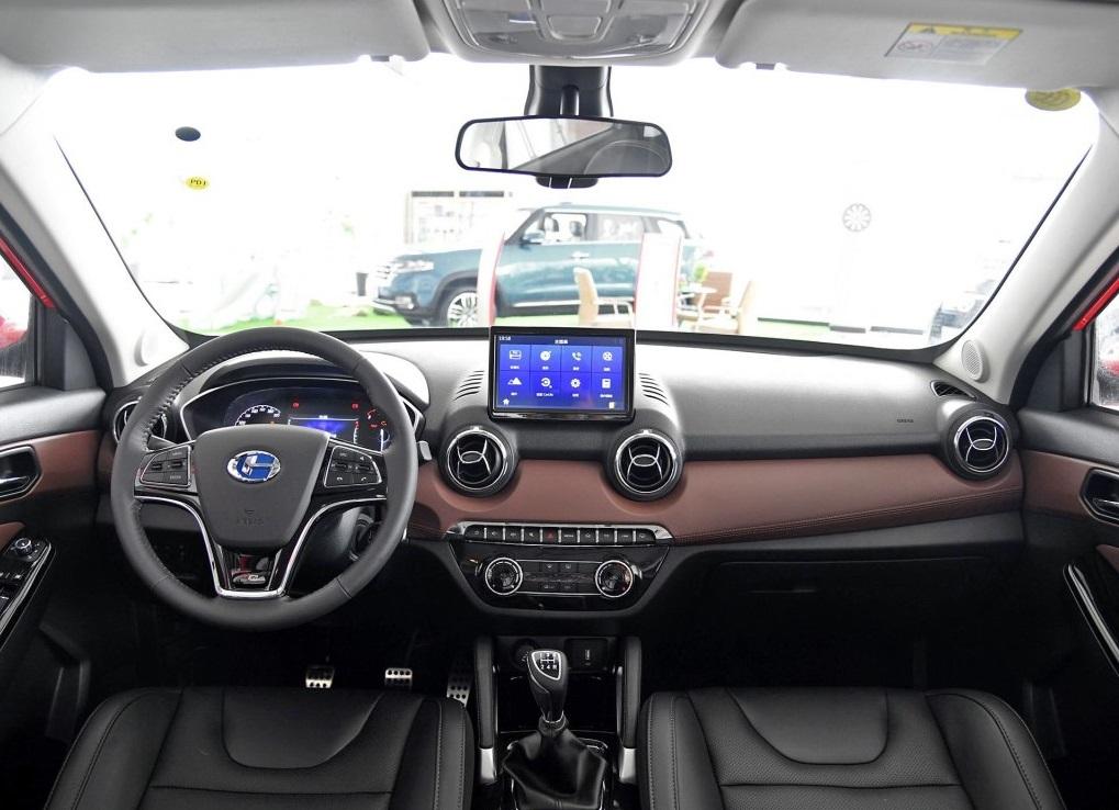 昌河Q35购车指南,手动炫彩版和自动炫赫版,你带走谁?
