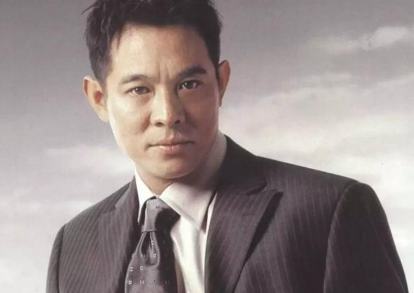 他不是中国人,被称为中国功夫皇帝,片酬4亿,拥有辆千万超跑!