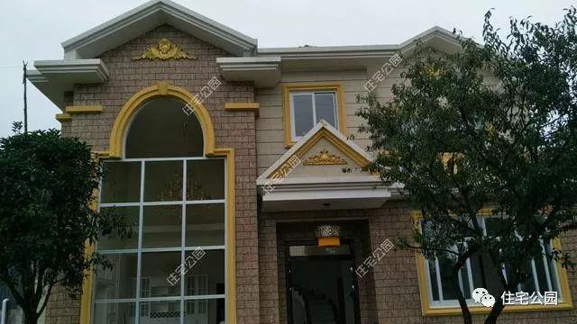 要想不够变的更漂亮,仅仅用外墙砖是别墅的,我们还需要用eps壁纸来线条墙别墅楼梯间图片