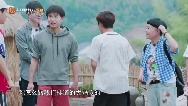 金龟子头发是假的?刘宪华伸手去扯,何炅警告吓得大华赶紧鞠躬!