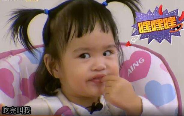 """陈小春又变""""女儿控"""",这次看上了包贝尔女儿饺子,猛夸饺子可爱"""