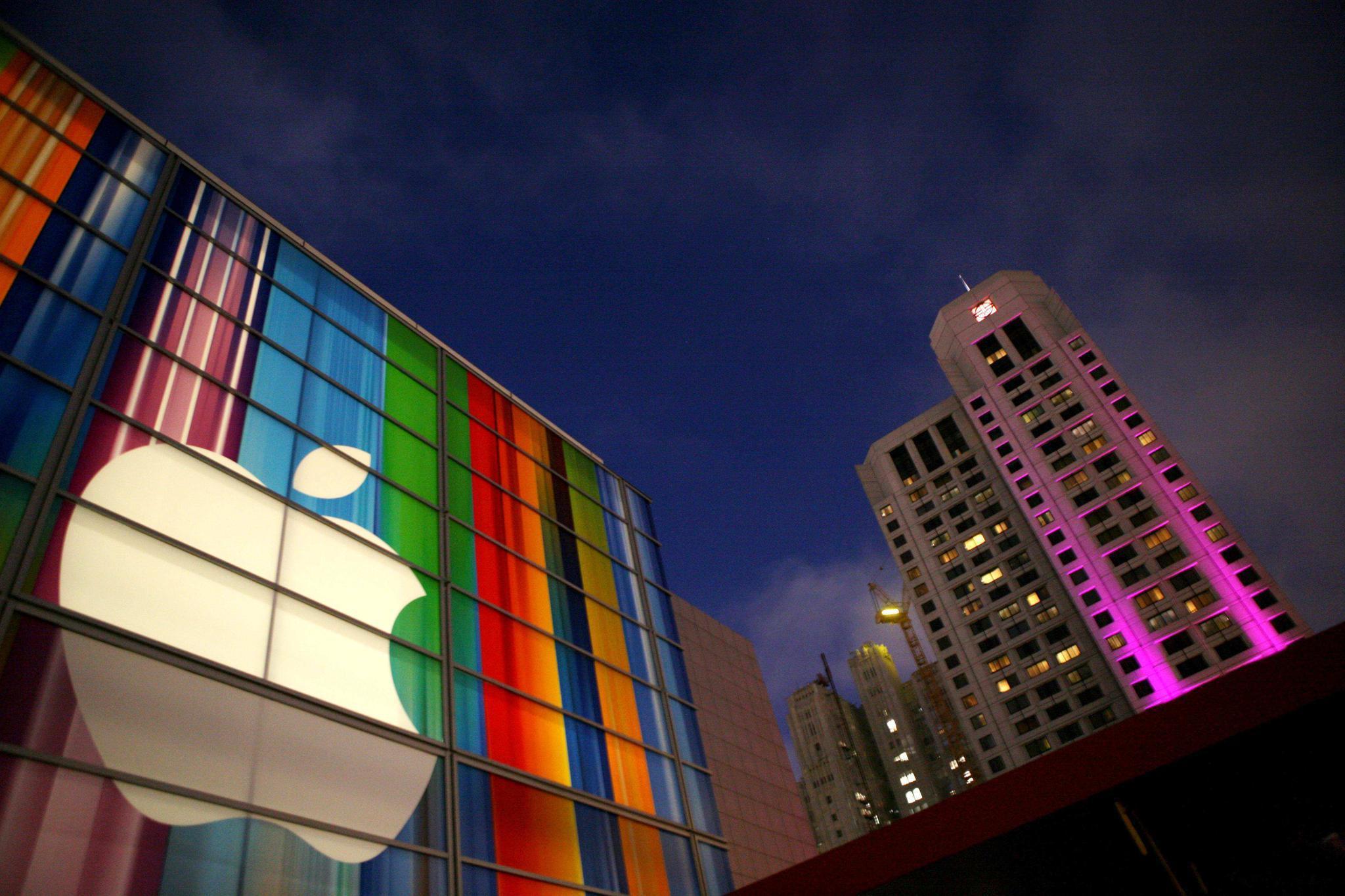 """美国""""摁死""""中兴后,苹果在一旁瑟瑟发抖!中国:你给我悠着点!"""