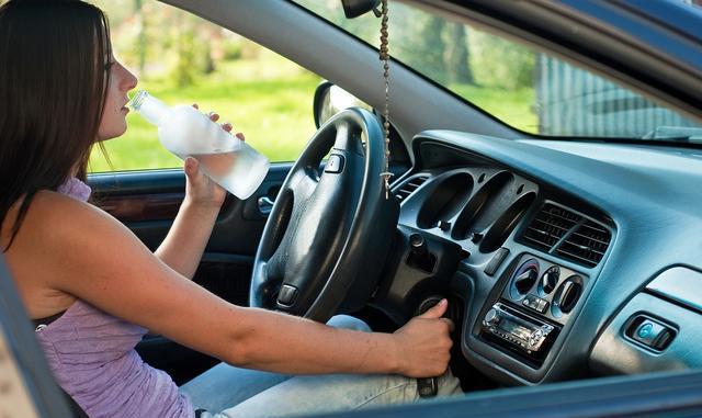 开车忘记放开手刹就开车能开出多远?对车有什么伤害?