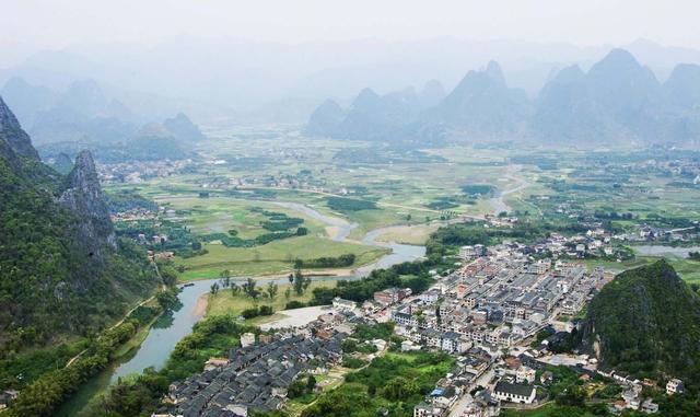 这座城是广西的三线城市, 有9座高铁站, 旅游风景甲
