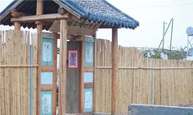虎鳄农场动物主题公园内有东北虎,白虎,雪虎,鳄鱼,梅花鹿,松鼠猴