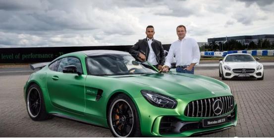 刚刚,汉密尔顿斩获第5个F1世界冠军!旗下座驾迈巴赫S级最便宜