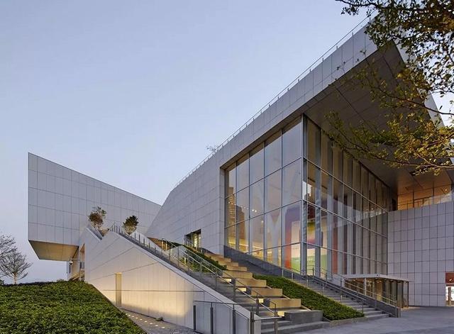 蛇口海上世界文化艺术中心作为公共艺术的交流与展示空间,建筑设计图片