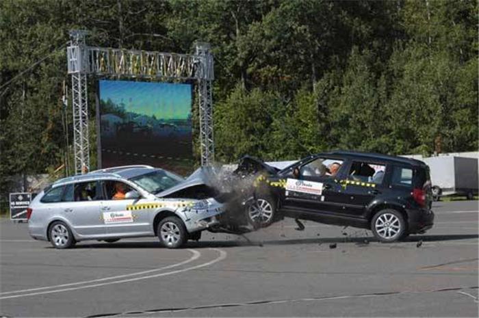 """汽车圈 有一种测试叫""""极限情况下"""""""
