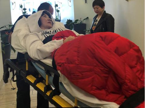 陈红患病被送医现状落魄,她曾被曝转移前夫12个亿还出轨!